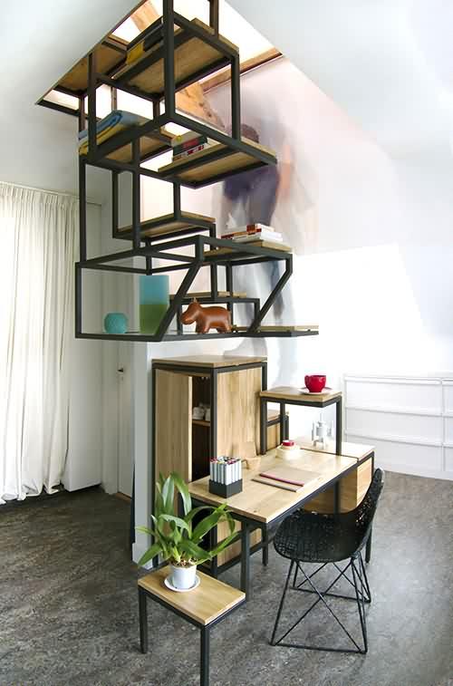 Escalera, estanterías y escritorio